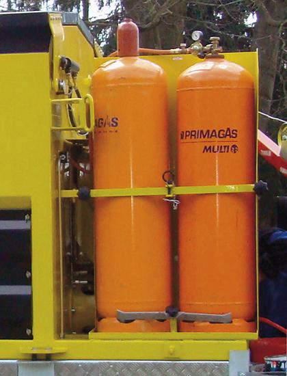 Les conteneurs ATC50 et plus sont équipés d'un support pour 2bouteilles de 33kg pour réduire la fréquence des recharges.