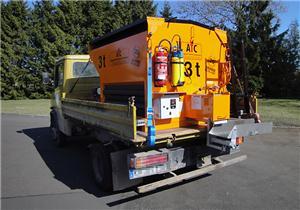 ATC 25 – Jusqu'à 3 t de capacité Peut être installé au choix sur un Unimog, un camion léger ou sur une remorque livrée en option.