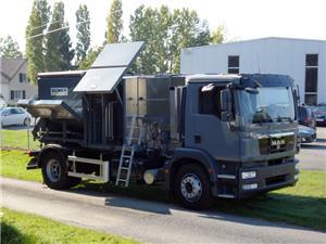 ATC 50 avec hauteur spéciale, montée sur un véhicule pour l'entretien routier.